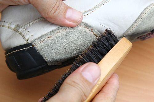 Как очистить замшевую белую обувь