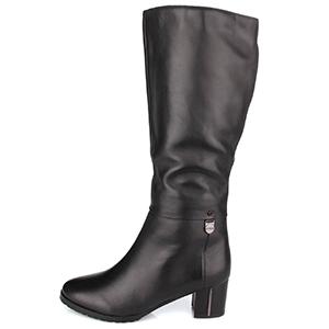 высокие зимние женские кожаные сапоги на низком широком каблуке