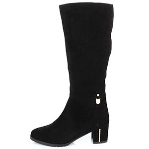высокие женские зимние замшевые сапоги на низком широком каблуке