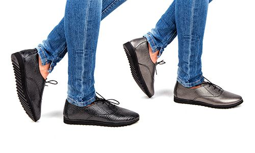 Практичные туфли на плоской подошве