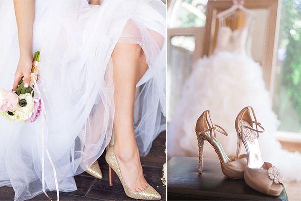 f4d6189cb И застежек тоже должно быть как можно меньше. Не совсем понятно, с чем  связана эта примета, но шнурки на свадебной обуви - это действительно  довольно ...